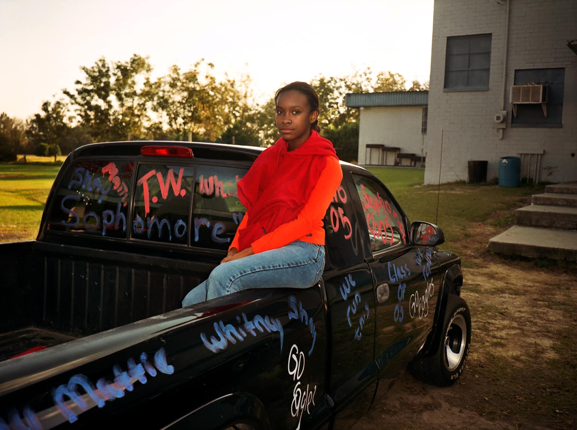 MOUNT VERNON, GEORGIA – NOVEMBER 2002: Keyke sitting on her fath